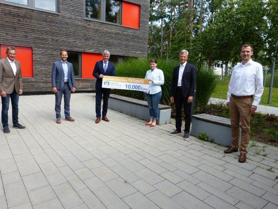 Heinz Fuchs (Projektinitiator), Klaus Sterner (Schulamtsdirektor), Reinhard Allinger (Vorstandsvorsitzender VR-Bank), Sonja Karoli (Projektkoordinatorin Wifo), Gernot Hein (Projektpater Wifo), Martin Eder (Projektleiter Universität Passau)